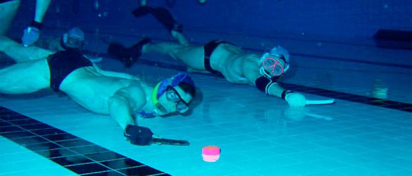 Juegos deportivos en la piscina